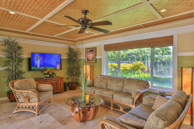 Paradise hideaways hawaii beachfront rentals reservations for Living room of satoshi tax